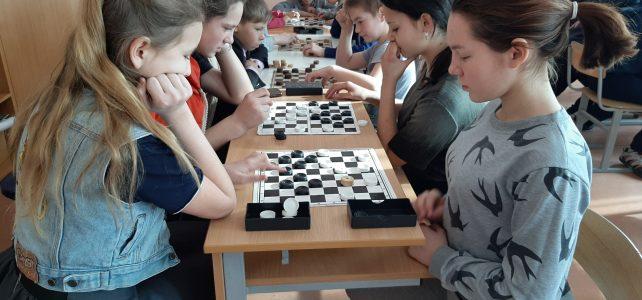 Школьный этап соревнований по шашкам.